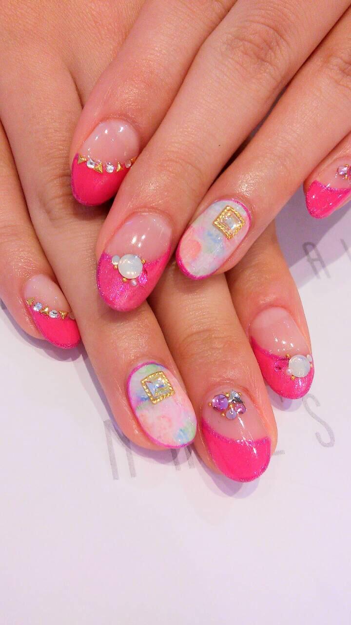 春らしさ満点のピンクと花柄で可愛くポップに決めて